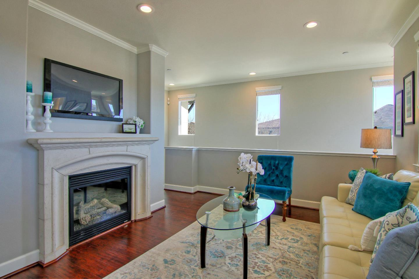 Detail Gallery Image 1 of 1 For 2100 Klassen Way, San Jose, CA, 95131 - 2 Beds | 2/1 Baths