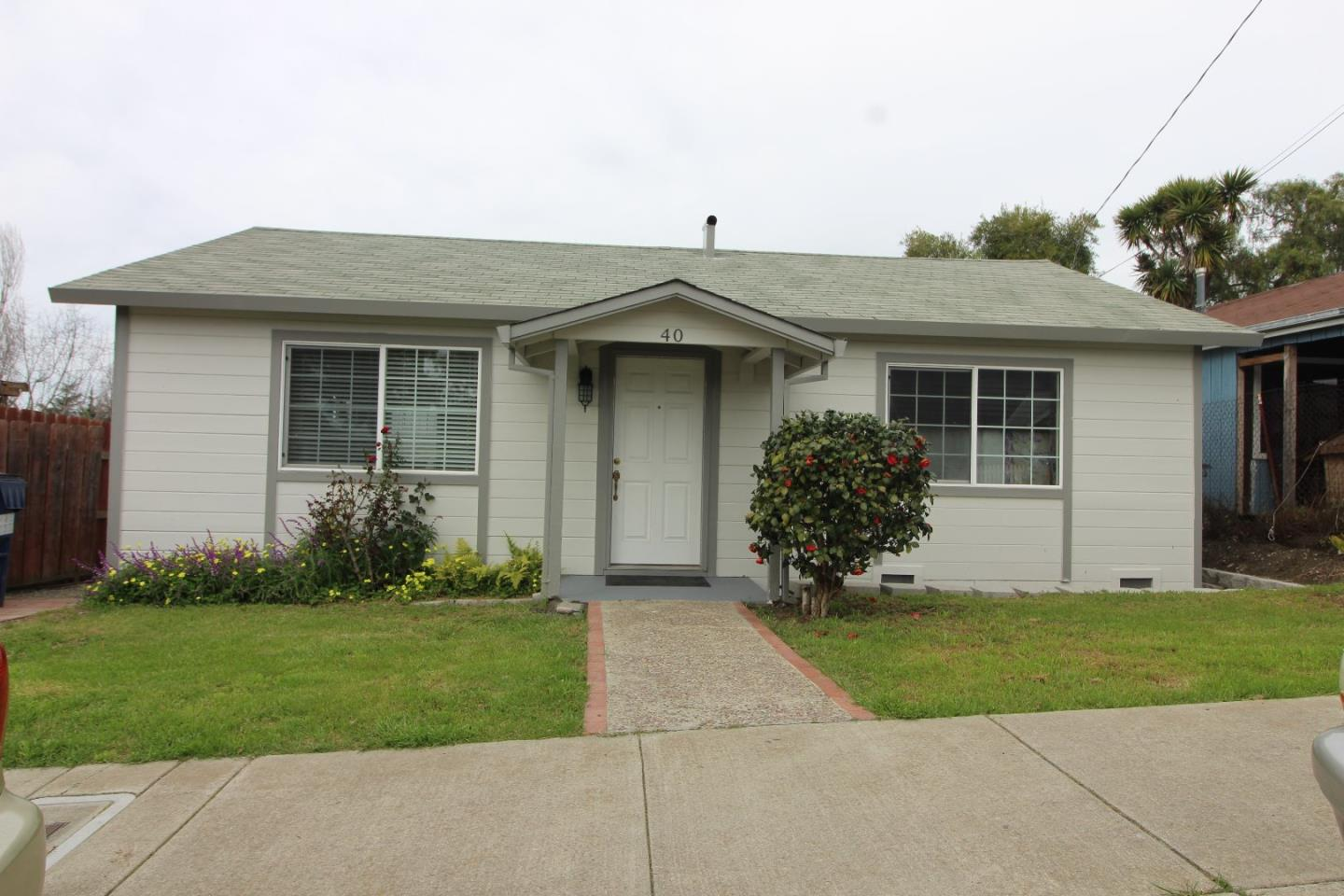 Detail Gallery Image 1 of 18 For 40 9th St, Watsonville, CA, 95076 - 3 Beds | 1 Baths
