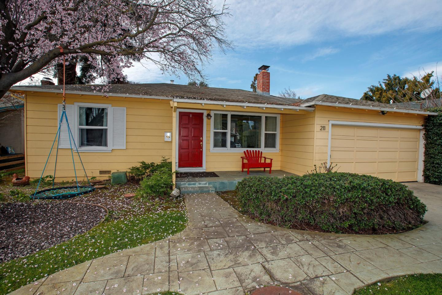 Detail Gallery Image 1 of 1 For 211 Haight St, Menlo Park, CA, 94025 - 3 Beds | 1 Baths
