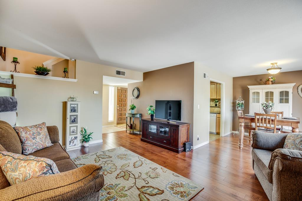 Detail Gallery Image 1 of 29 For 977 Branham Ln, San Jose, CA, 95136 - 2 Beds | 2/1 Baths
