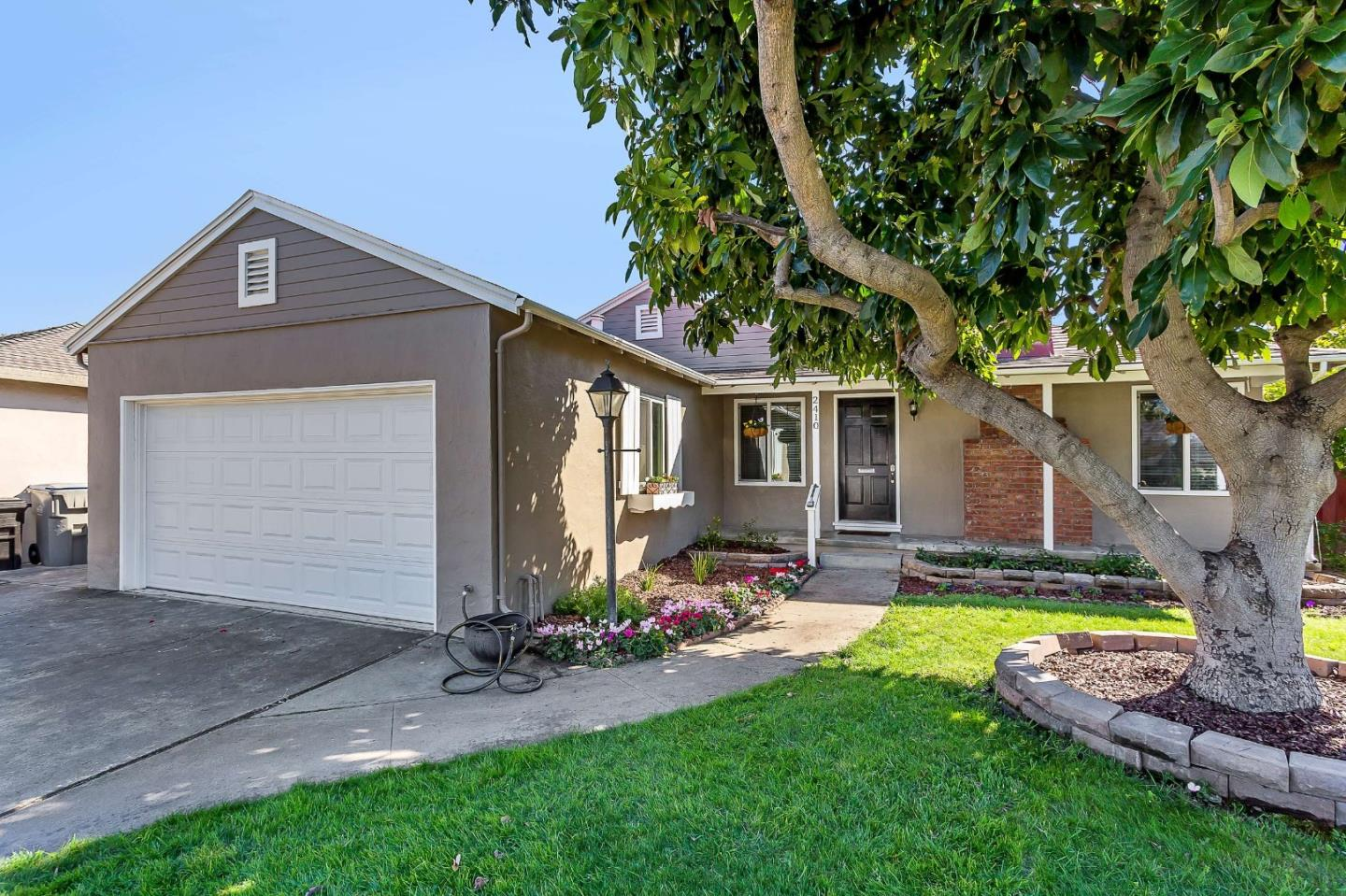 Detail Gallery Image 1 of 38 For 2410 Fernwood Ave, San Jose, CA, 95128 - 3 Beds   2 Baths