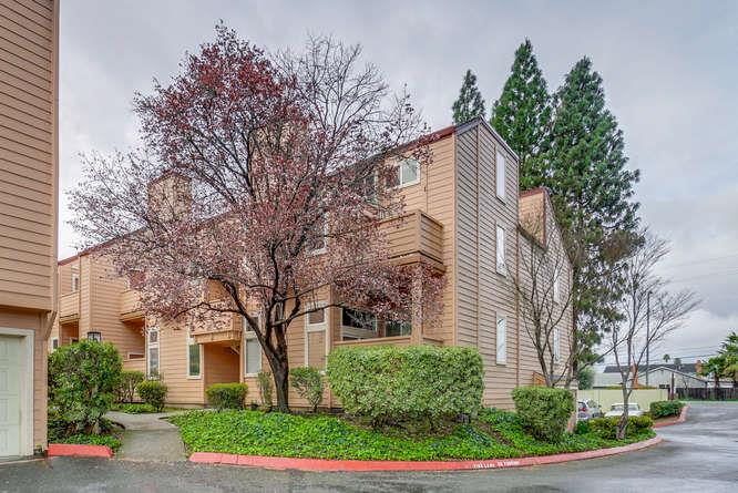 Detail Gallery Image 1 of 31 For 5354 Borneo Cir, San Jose, CA, 95123 - 3 Beds | 2 Baths
