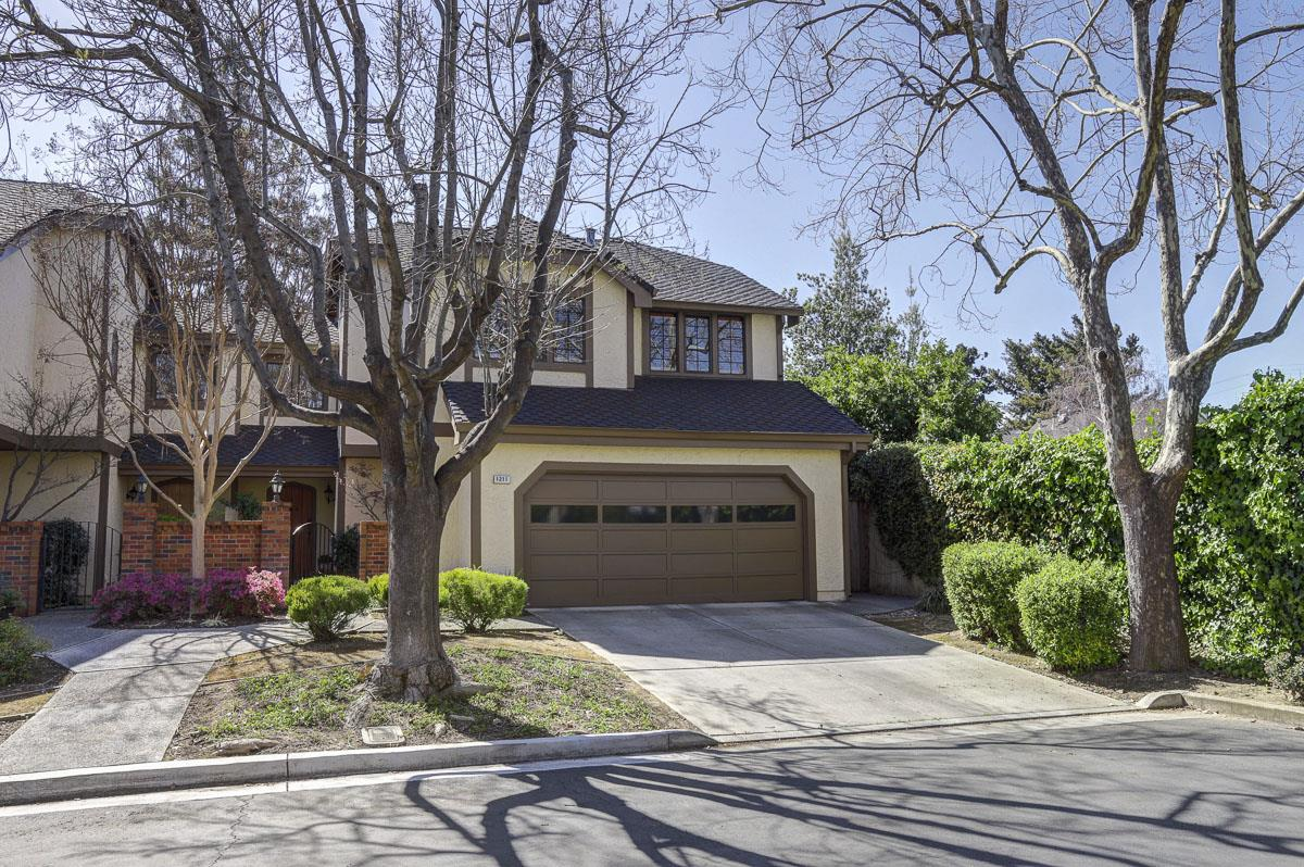 Detail Gallery Image 1 of 1 For 1211 Fiddlers Grn, San Jose, CA, 95125 - 3 Beds | 2/1 Baths