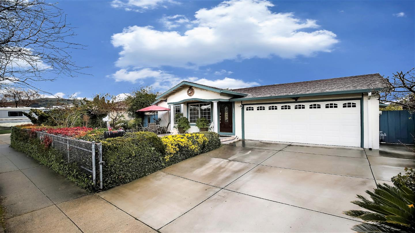 Detail Gallery Image 1 of 13 For 2862 Little Rock Dr, San Jose, CA, 95133 - 4 Beds | 2 Baths