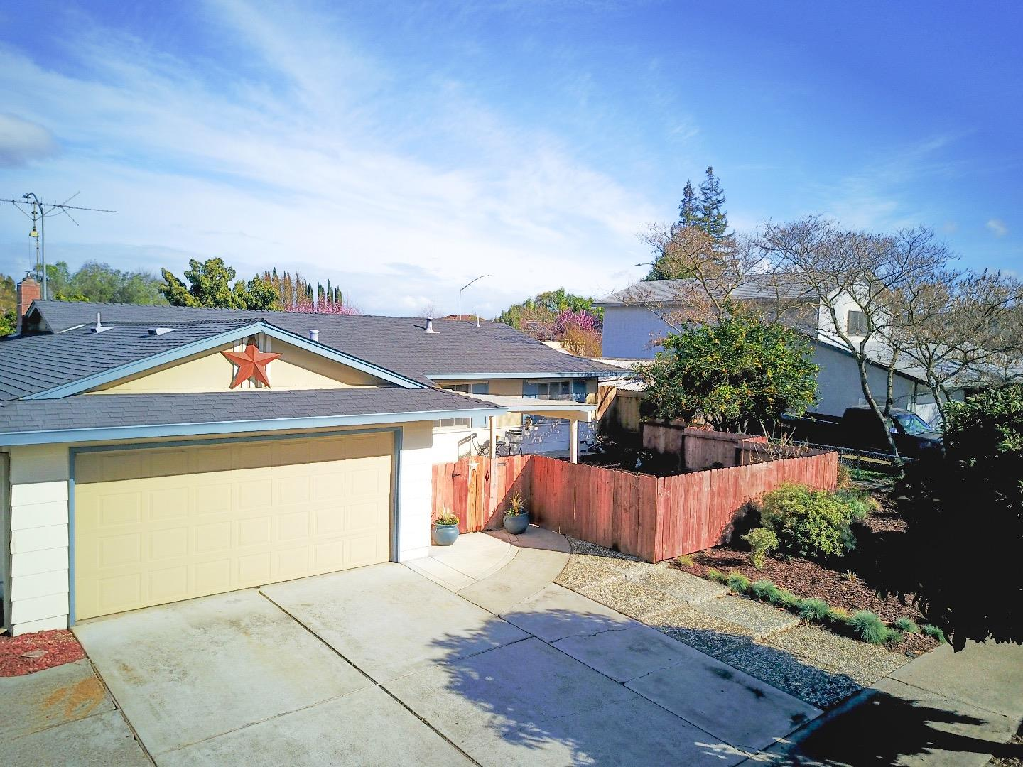 Detail Gallery Image 1 of 32 For 8680 Delta Dr, Gilroy, CA, 95020 - 3 Beds | 2 Baths