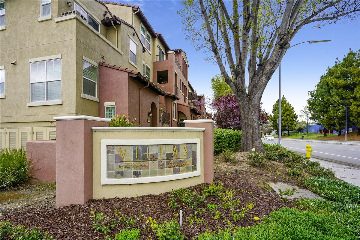 Detail Gallery Image 1 of 1 For 1824 Camino Leonor, San Jose, CA 95131 - 2 Beds | 2/1 Baths