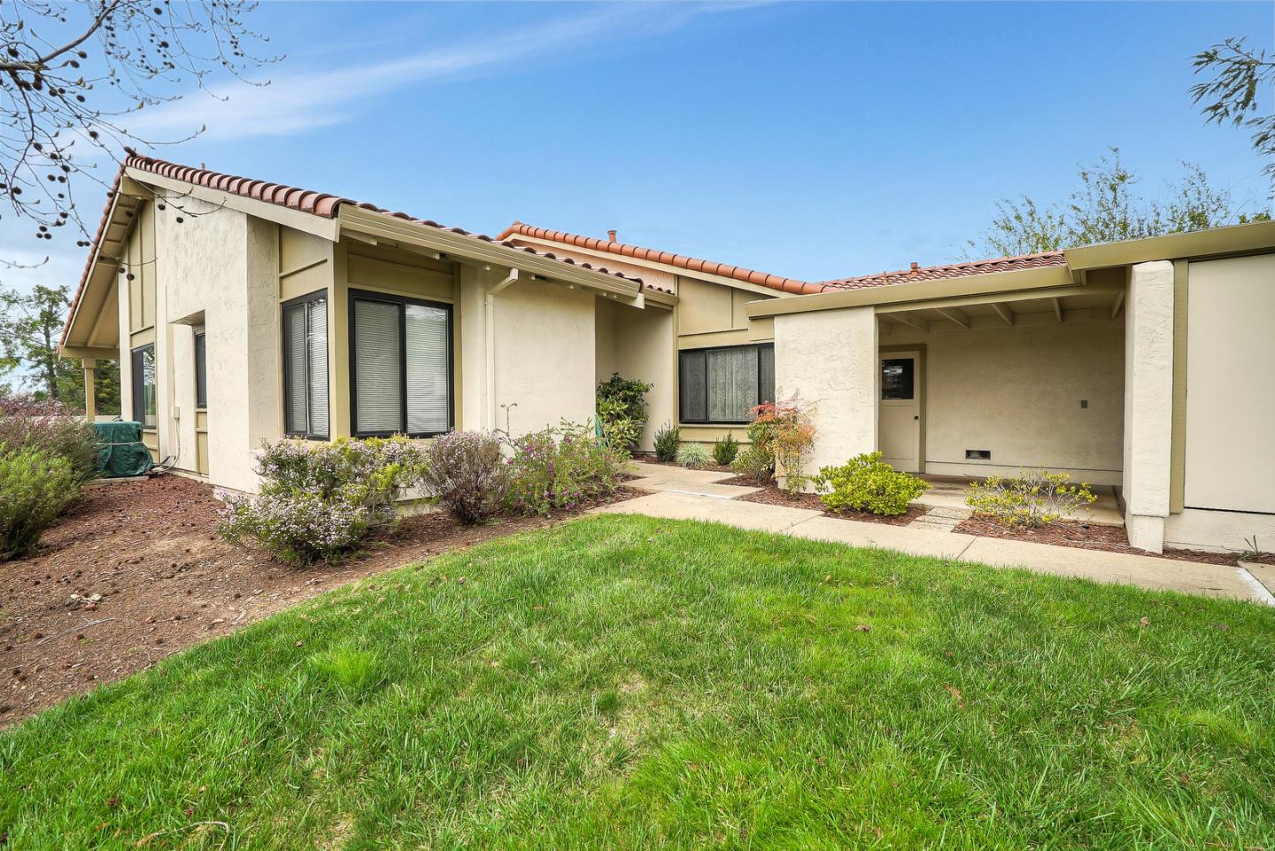 Detail Gallery Image 1 of 1 For 8125 Cabernet Ct, San Jose, CA, 95135 - 2 Beds | 2 Baths