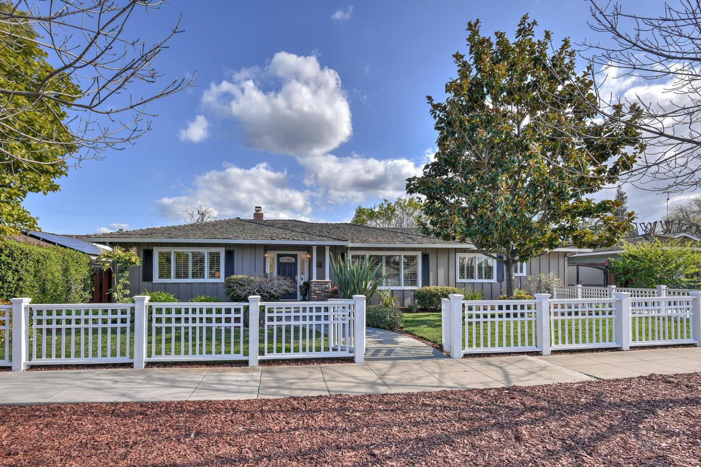 Detail Gallery Image 1 of 44 For 1370 Pine Ave, San Jose, CA, 95125 - 3 Beds | 2/1 Baths