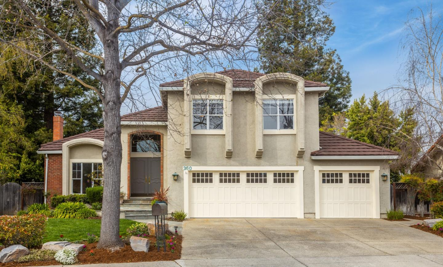 Detail Gallery Image 1 of 25 For 360 Apricot Ln, Mountain View, CA, 94040 - 4 Beds | 2/1 Baths