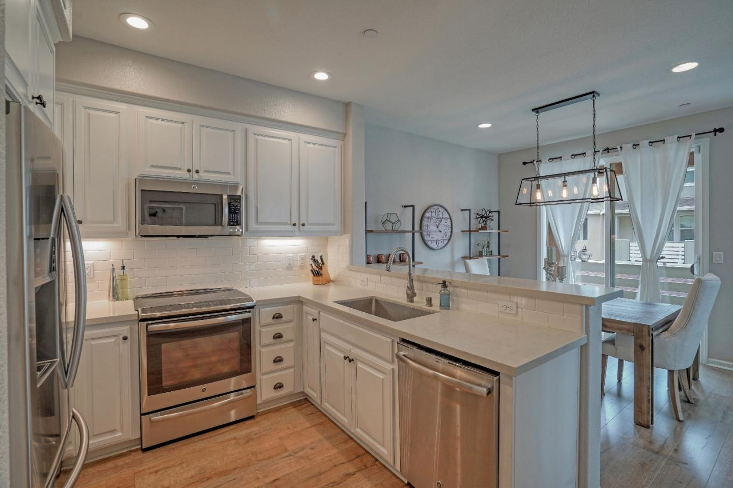 Detail Gallery Image 1 of 32 For 17504 Mason Ln, Morgan Hill, CA, 95037 - 2 Beds | 2/1 Baths