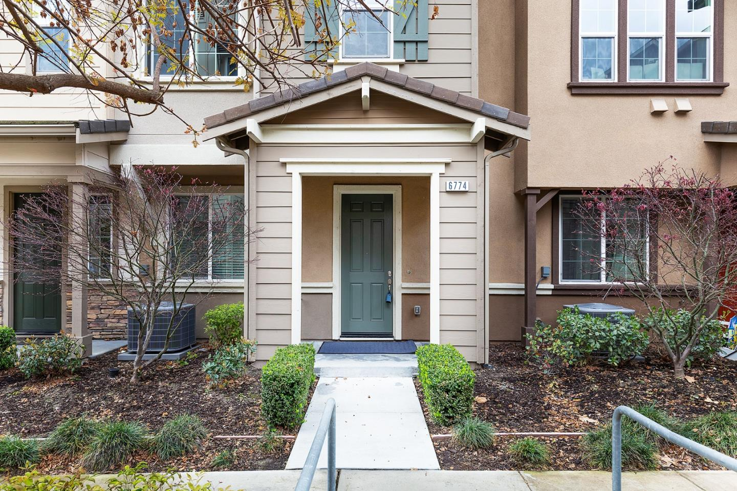 Detail Gallery Image 1 of 1 For 6774 S Mariposa Ln, Dublin, CA 94568 - 3 Beds | 2/1 Baths