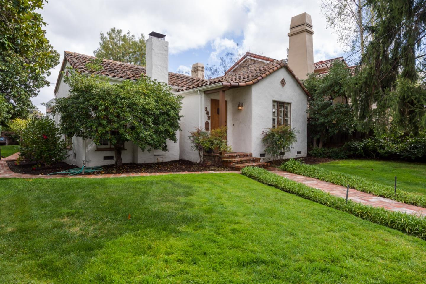 Detail Gallery Image 1 of 1 For 142 Santa Rita Ave, Palo Alto, CA, 94301 - 2 Beds   2 Baths