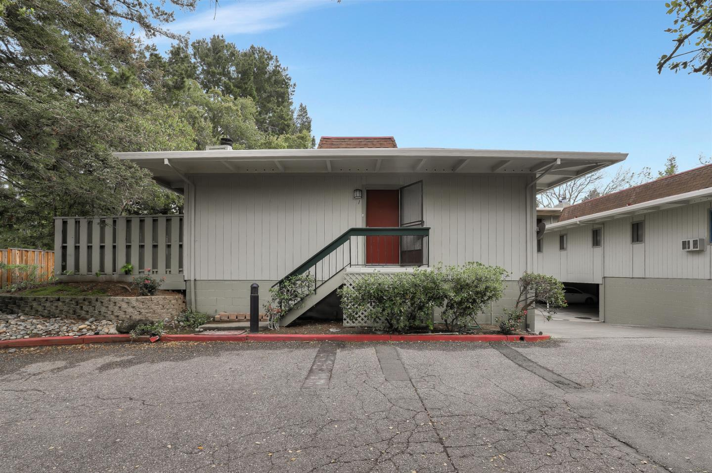 Detail Gallery Image 1 of 1 For 1070 Mercedes Ave #1, Los Altos, CA, 94022 - 2 Beds | 1/1 Baths