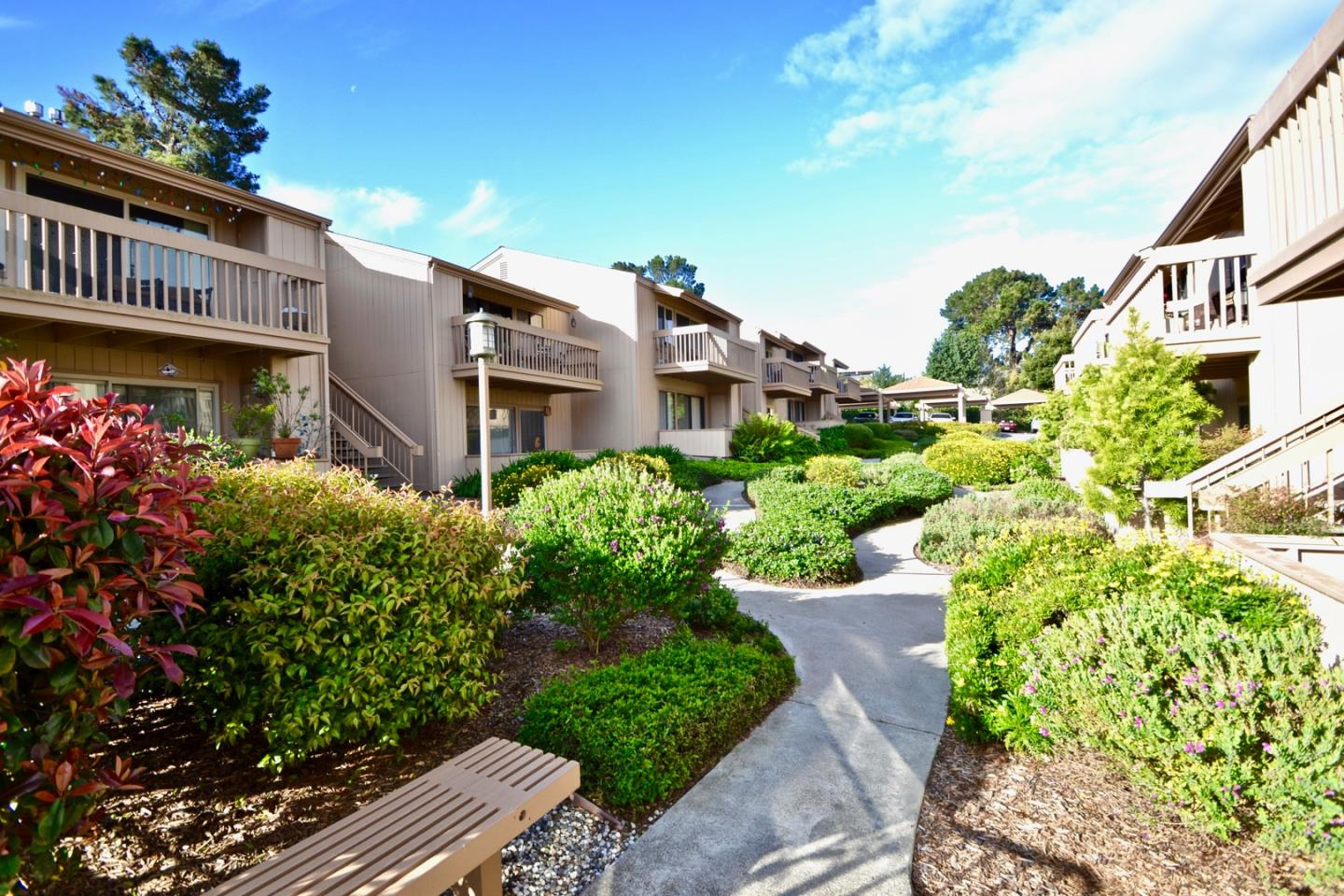 Detail Gallery Image 1 of 31 For 300 Glenwood Cir #159, Monterey, CA, 93940 - 1 Beds | 1 Baths