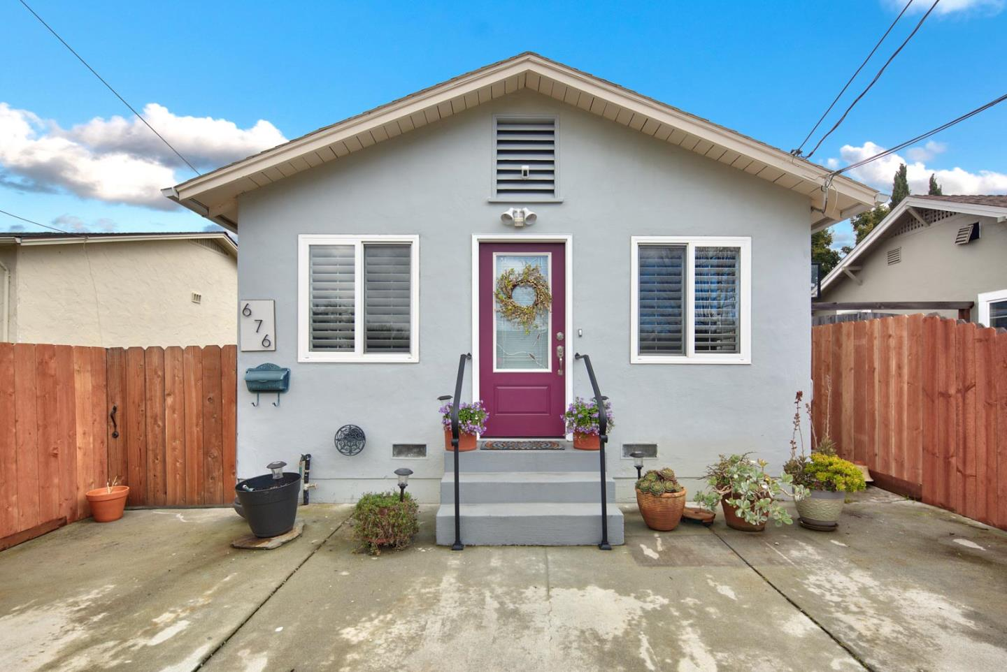 Detail Gallery Image 1 of 1 For 676 Warrington Ave, Redwood City,  CA 94063 - 2 Beds | 2 Baths
