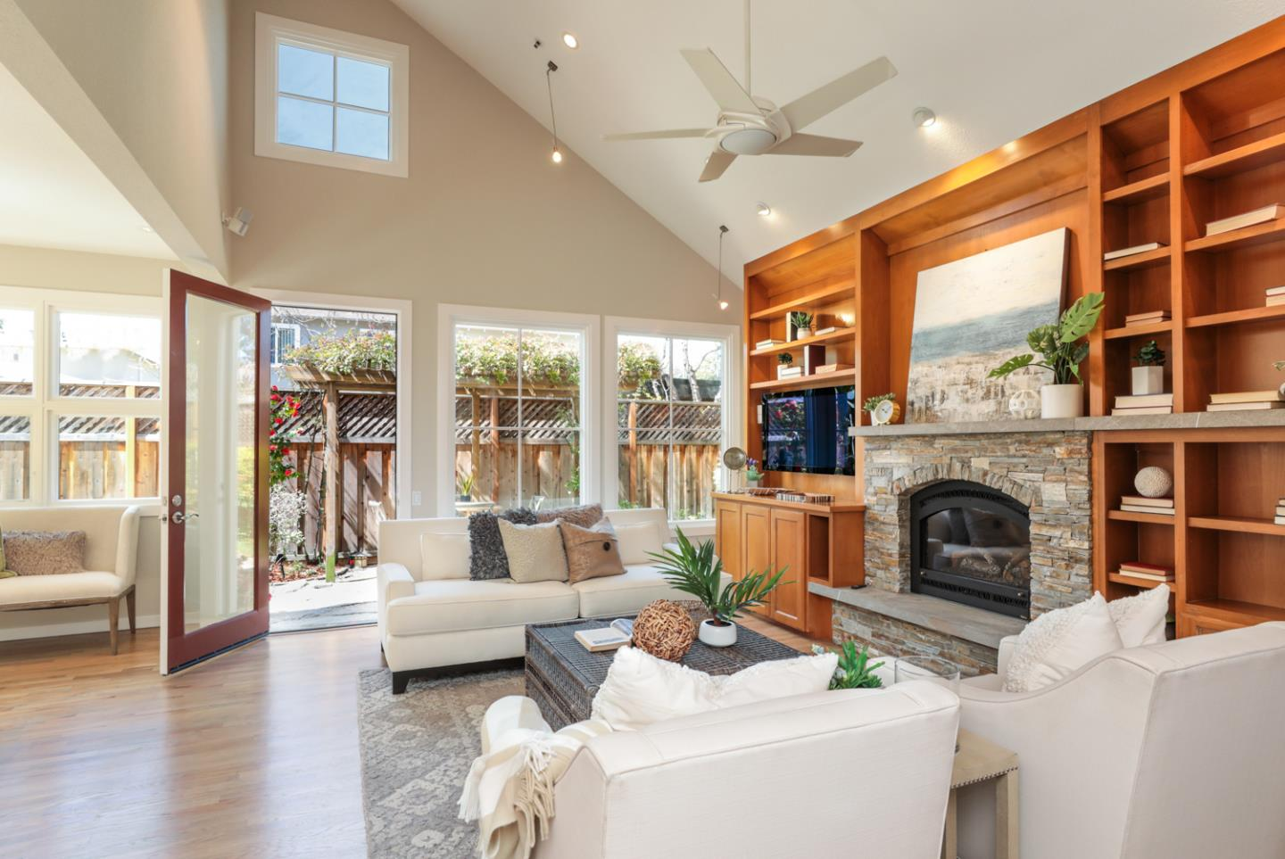 Detail Gallery Image 1 of 1 For 988 Menlo Ave, Menlo Park,  CA 94025 - 2 Beds | 2/1 Baths