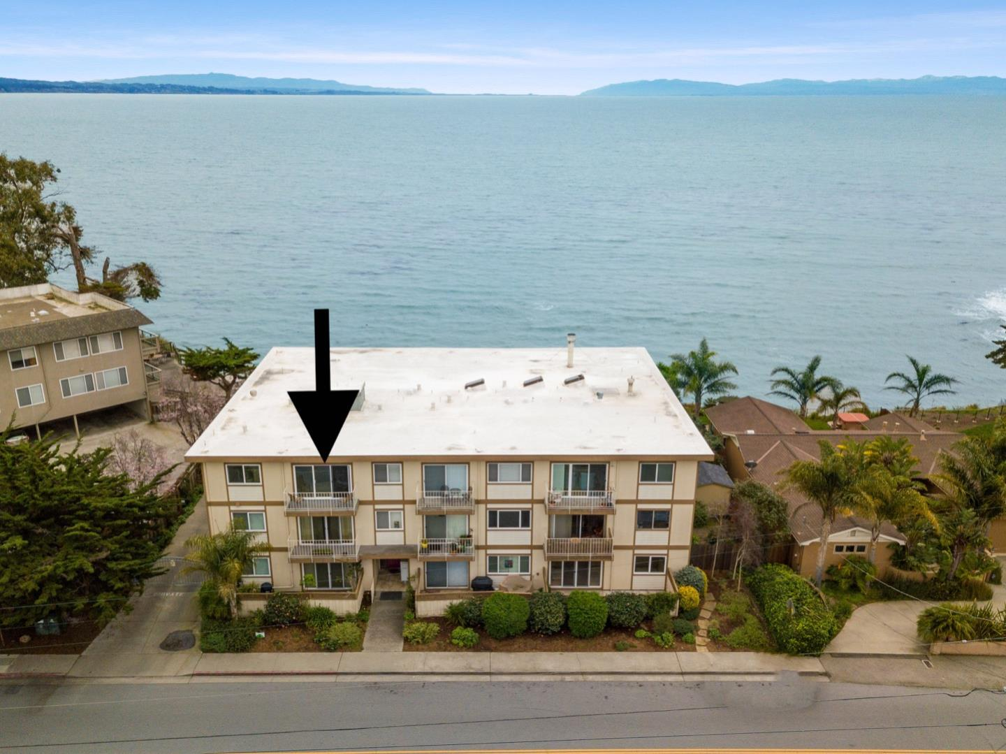 Detail Gallery Image 1 of 23 For 4800 Opal Cliff Dr #301, Capitola, CA 95010 - 1 Beds | 1 Baths
