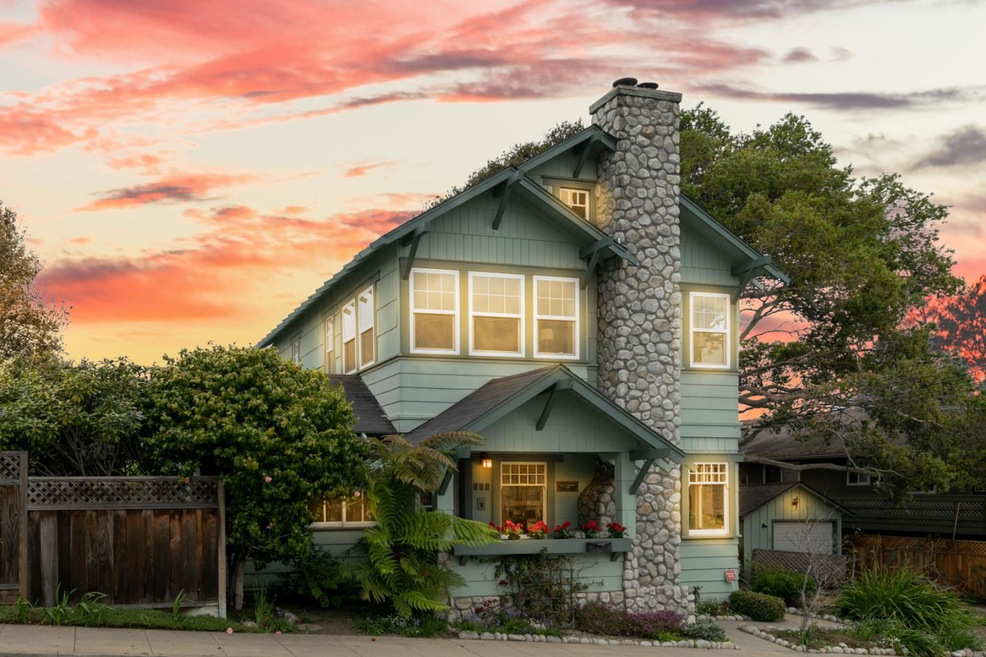 Detail Gallery Image 1 of 1 For 138 9th, Pacific Grove, CA, 93950 - 3 Beds | 2 Baths