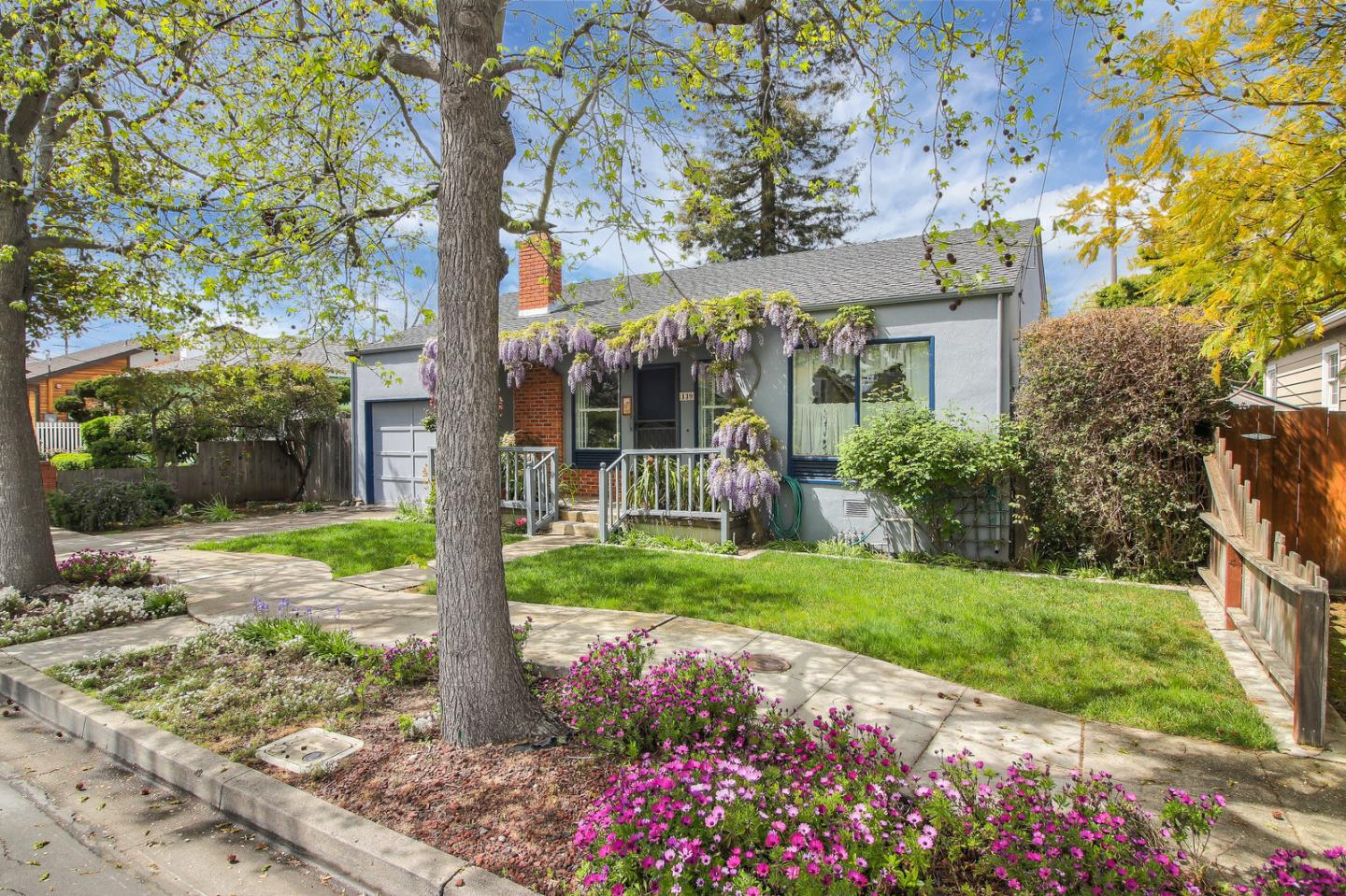 Detail Gallery Image 1 of 1 For 139 D St, Redwood City, CA, 94063 - 3 Beds | 1 Baths