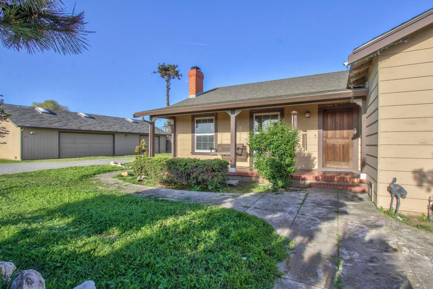 Detail Gallery Image 1 of 22 For 1310 N Main St, Salinas, CA 93906 - 2 Beds | 1/1 Baths
