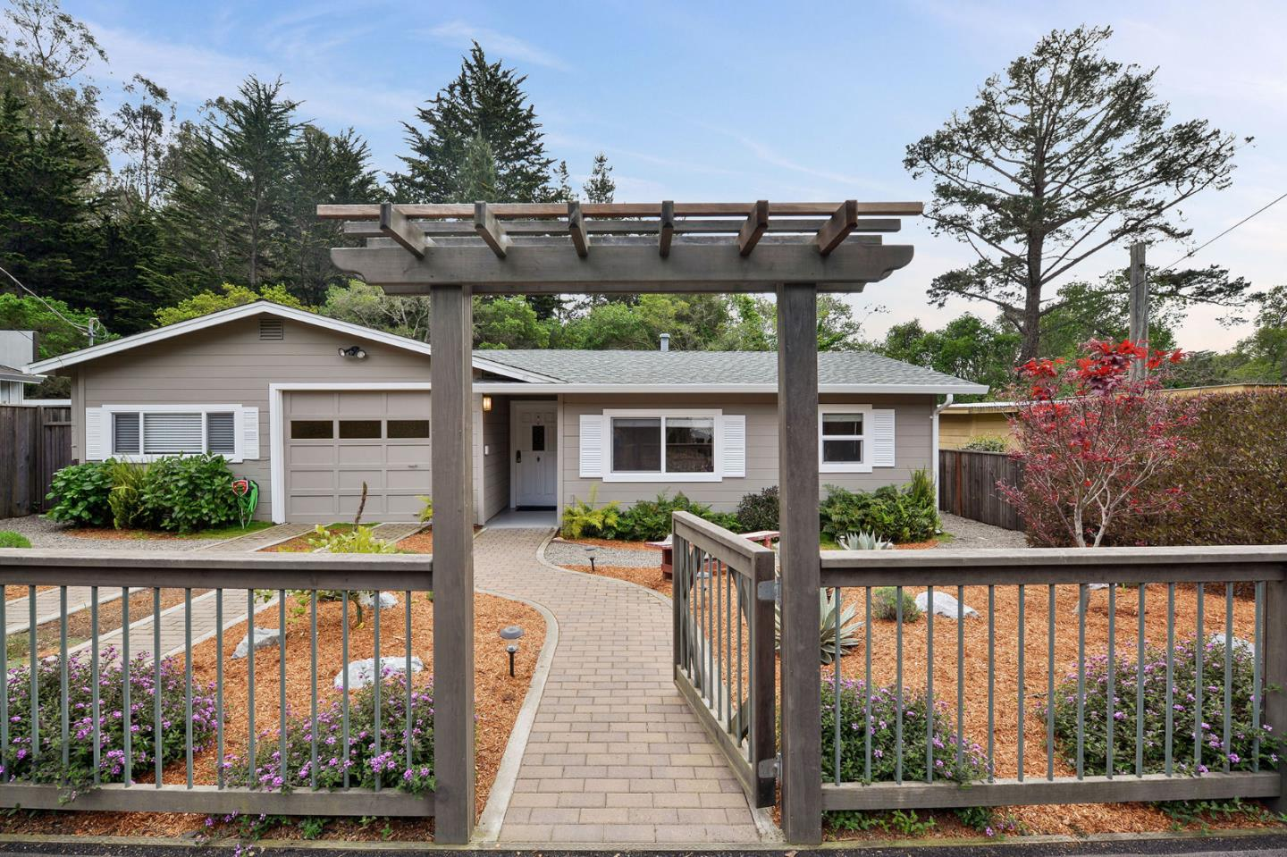 Detail Gallery Image 1 of 27 For 895 Pinetree Ln, Aptos, CA, 95003 - 2 Beds | 2 Baths