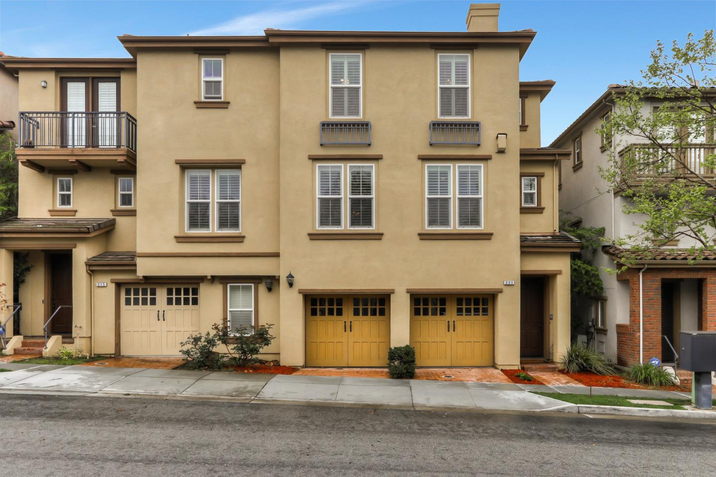 Detail Gallery Image 1 of 1 For 221 Olive Hill Dr, San Jose, CA 95125 - 3 Beds | 2/1 Baths