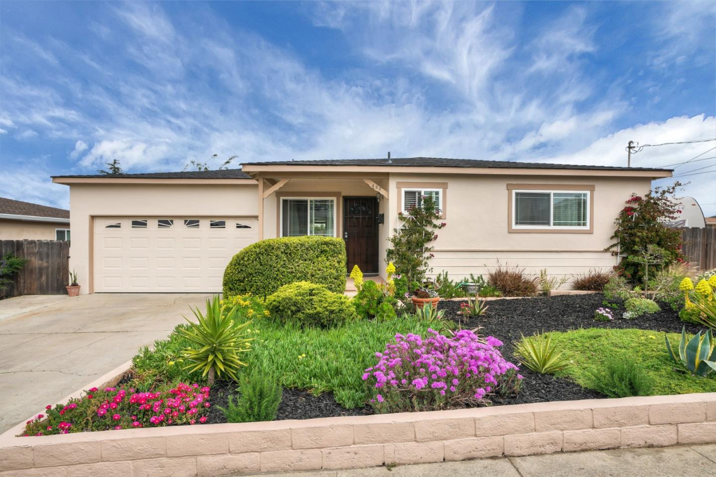 Detail Gallery Image 1 of 1 For 459 Gloria Cir, Marina,  CA 93933 - 3 Beds   1/1 Baths
