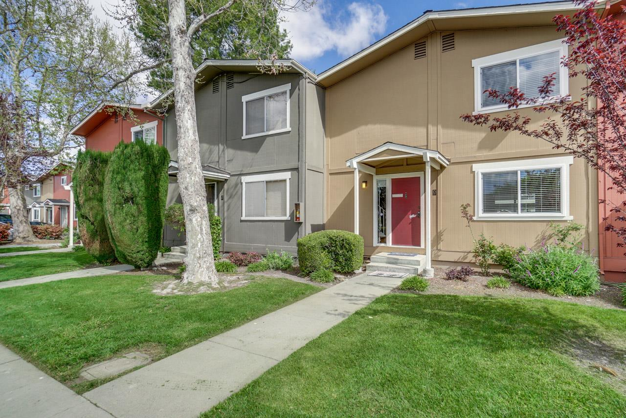 Detail Gallery Image 1 of 19 For 532 Tyrella Ave #9, Mountain View, CA, 94043 - 3 Beds | 1/1 Baths