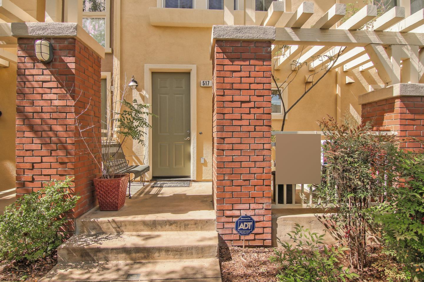Detail Gallery Image 1 of 29 For 517 N 9th St, San Jose, CA, 95112 - 2 Beds | 2/1 Baths