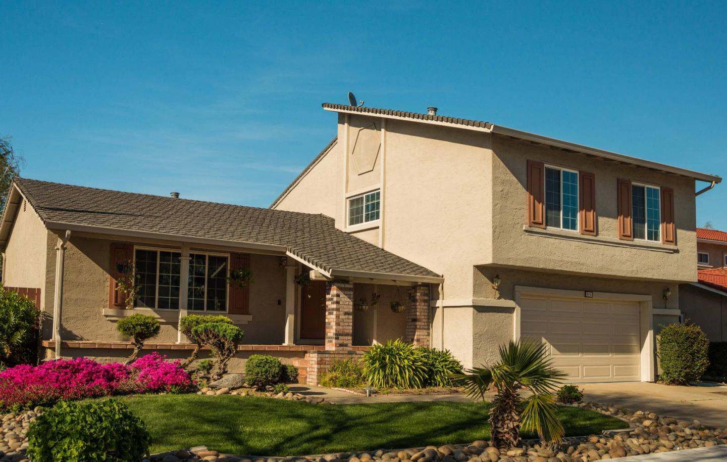 Detail Gallery Image 1 of 1 For 895 W 8th St, Gilroy, CA 95020 - 4 Beds | 2/1 Baths