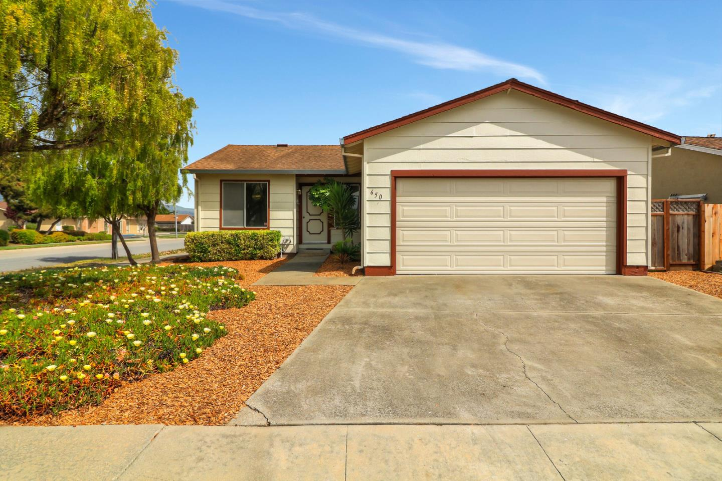 Detail Gallery Image 1 of 1 For 650 Almond Dr, Watsonville, CA, 95076 - 2 Beds | 2 Baths
