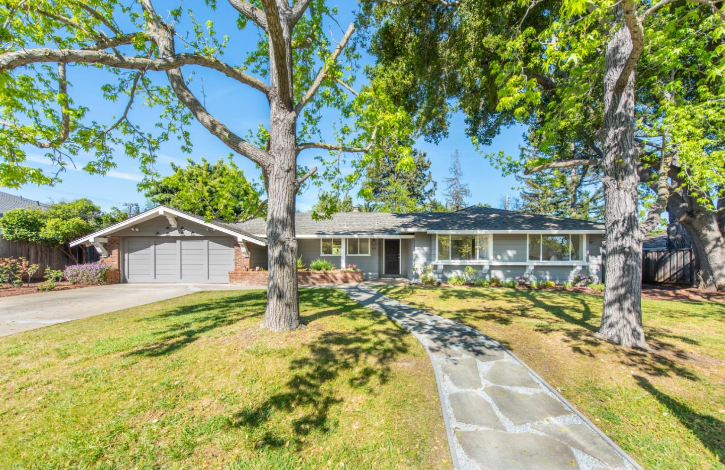 Detail Gallery Image 1 of 1 For 218 N Avalon Dr, Los Altos, CA, 94022 - 4 Beds | 2/1 Baths