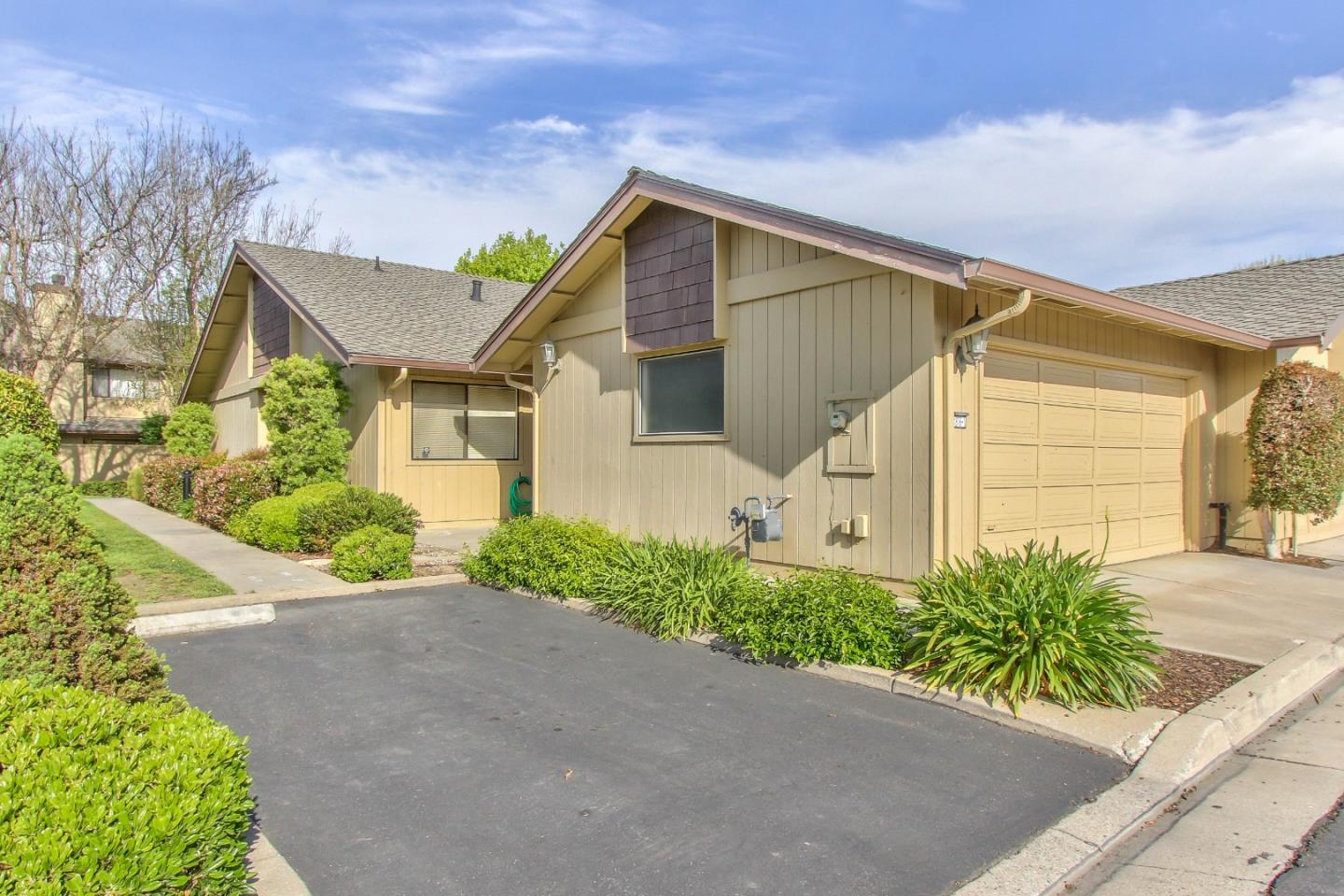 Detail Gallery Image 1 of 1 For 1876 Cherokee Dr #1,  Salinas,  CA 93906 - 2 Beds | 2 Baths