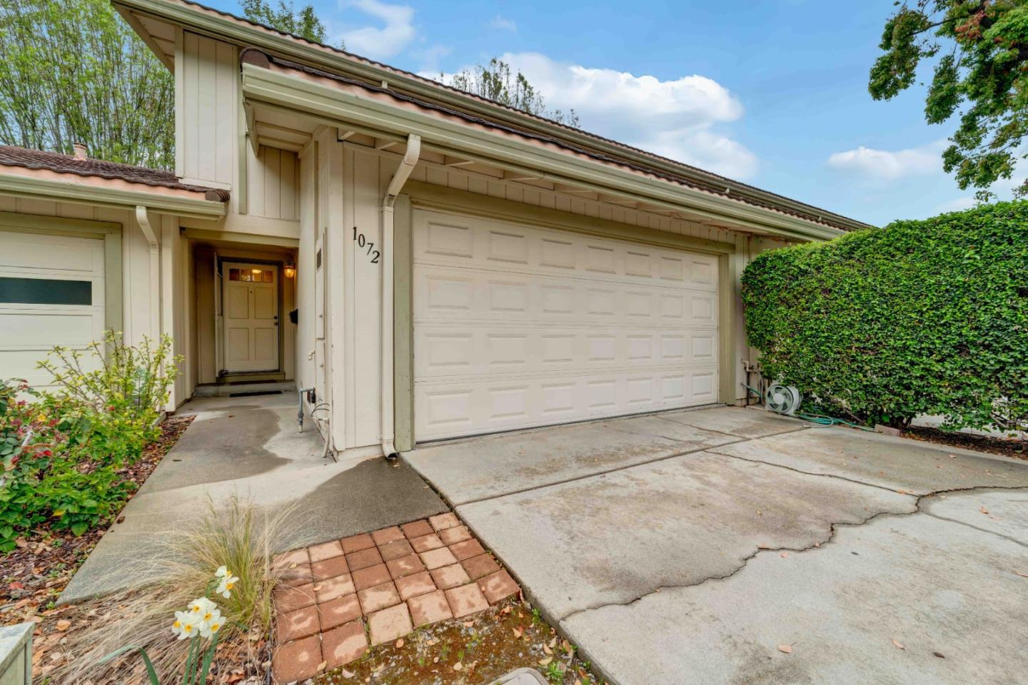 Detail Gallery Image 1 of 1 For 1072 Polk Ln, San Jose, CA 95117 - 4 Beds | 2/1 Baths