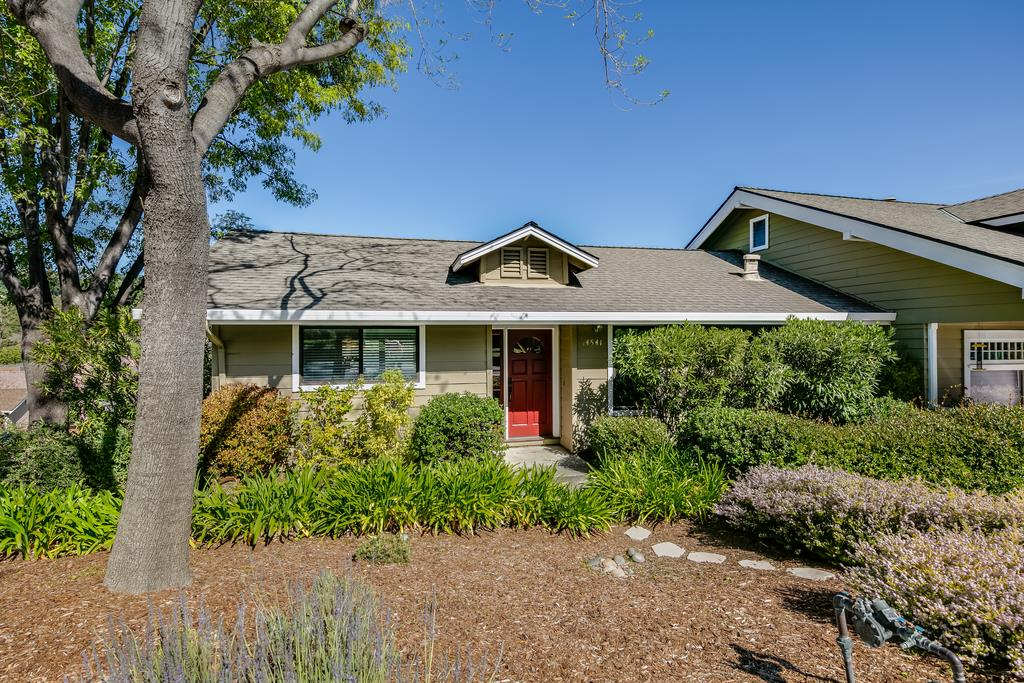 Detail Gallery Image 1 of 1 For 14541 Oak St, Saratoga, CA 95070 - 3 Beds | 2/1 Baths