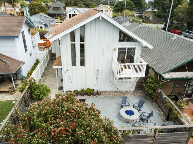 Detail Gallery Image 1 of 1 For 308 7th Ave, Santa Cruz, CA 95062 - 3 Beds | 2 Baths