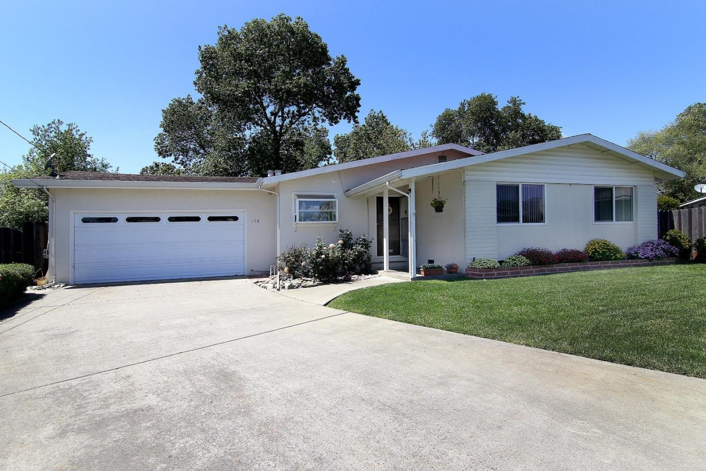 Detail Gallery Image 1 of 1 For 175 Crestwood Dr, Watsonville, CA 95076 - 3 Beds | 2 Baths