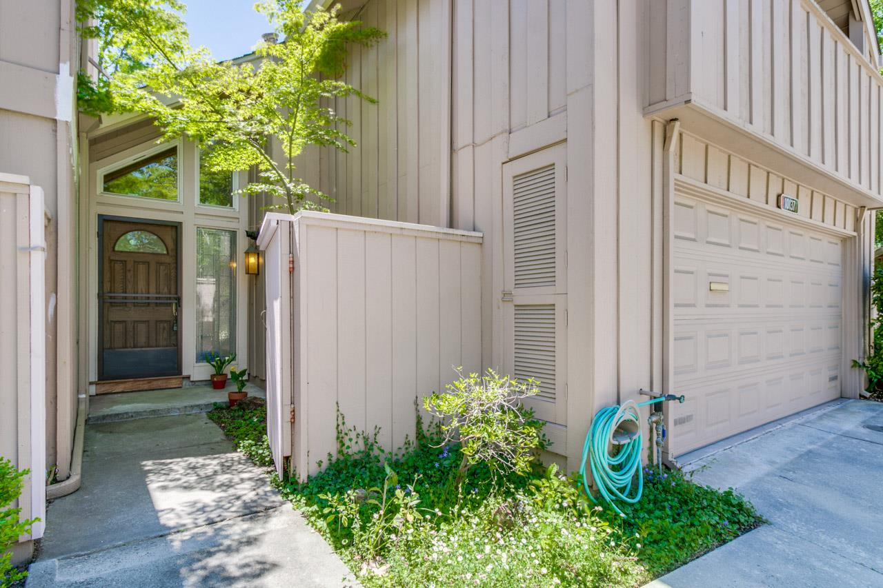 Detail Gallery Image 1 of 1 For 10137 Lamplighter Sq, Cupertino, CA 95014 - 3 Beds | 2/1 Baths