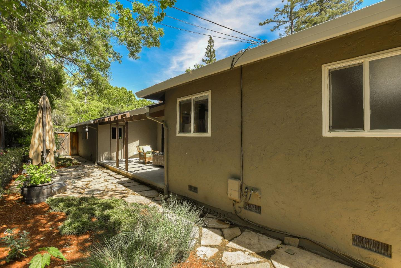 391 Canyon Drive, Portola Valley, CA 94028 $2,695,000 www