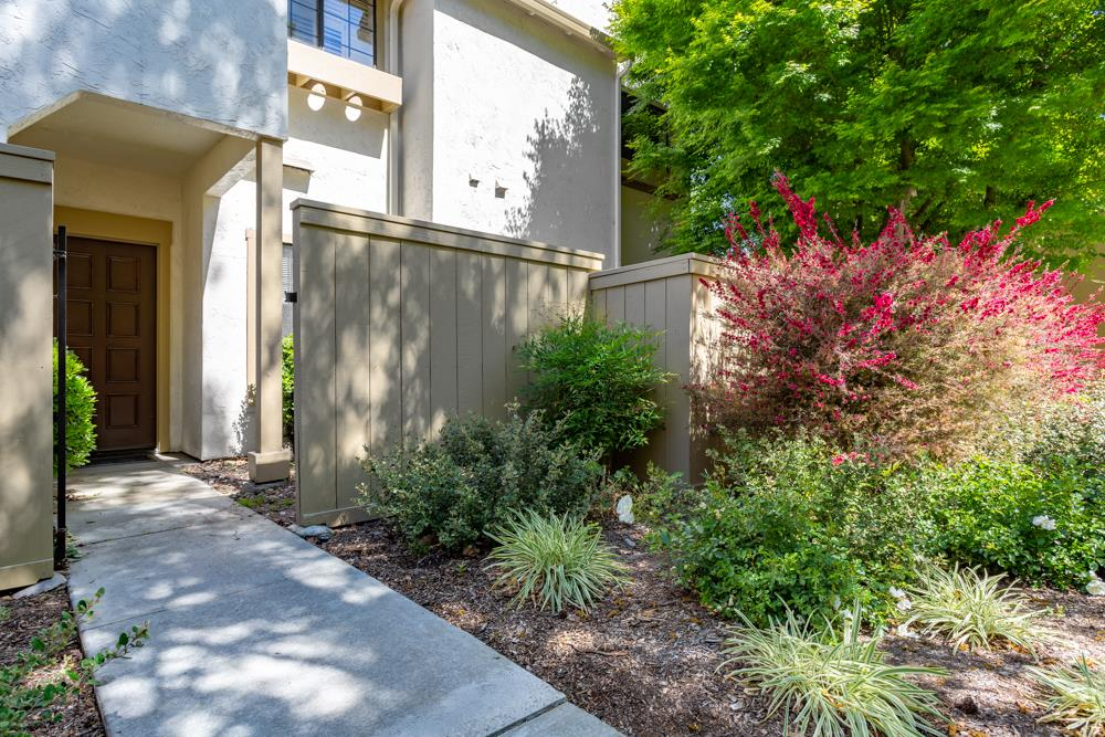 Detail Gallery Image 1 of 1 For 2056 Foxhall Loop, San Jose, CA 95125 - 2 Beds | 2 Baths