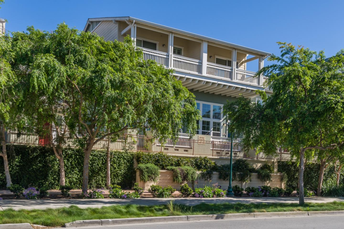Detail Gallery Image 1 of 1 For 630 Bair Island Rd #108, Redwood City, CA 94063 - 2 Beds | 2/1 Baths