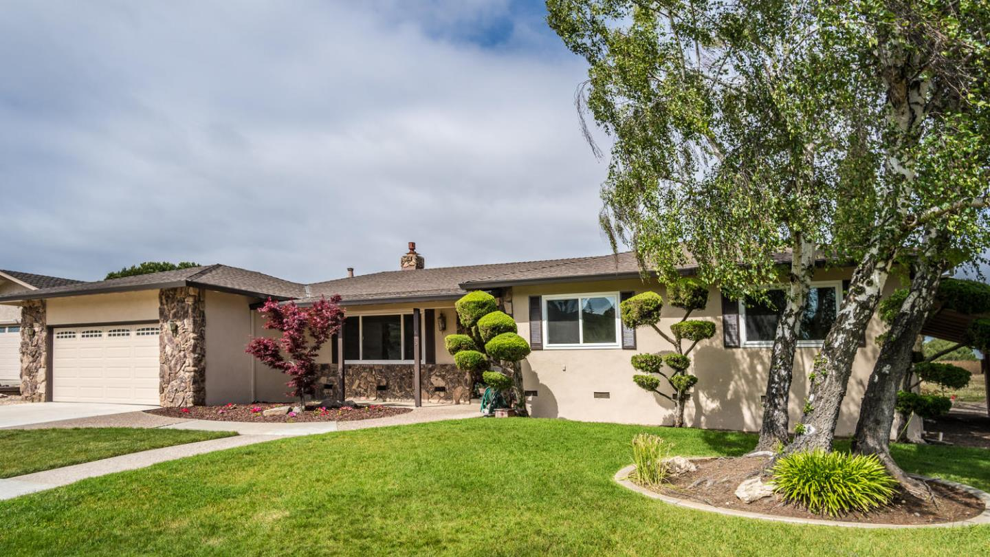 Detail Gallery Image 1 of 1 For 693 Marks Dr, Hollister, CA 95023 - 4 Beds | 2/1 Baths