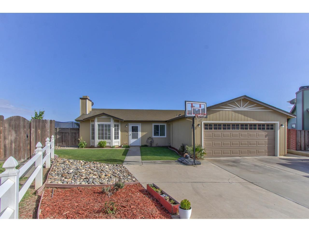 Detail Gallery Image 1 of 1 For 432 Rubion Cir, Soledad, CA, 93960 - 4 Beds | 2 Baths