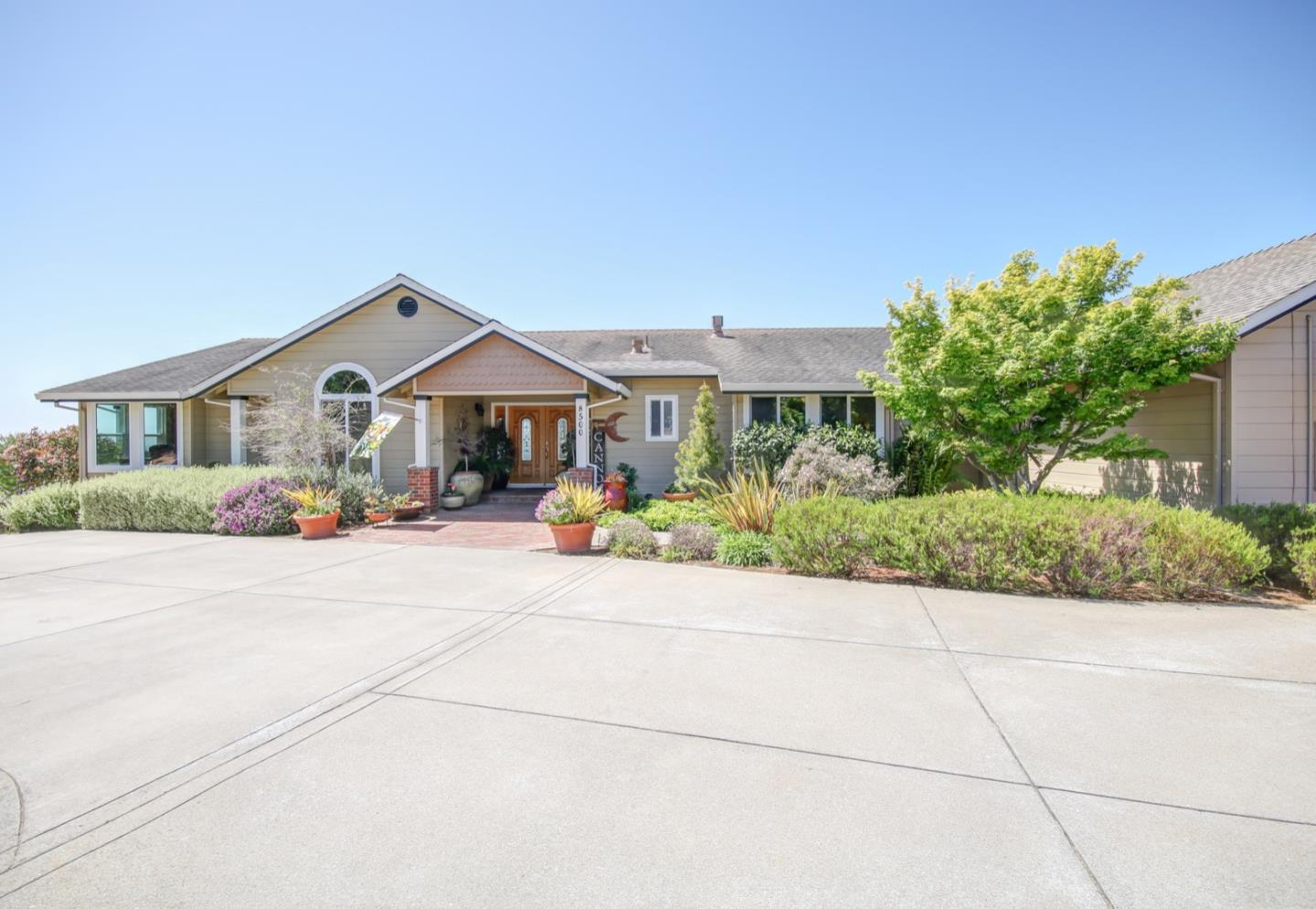 Detail Gallery Image 1 of 1 For 8500 Berta Views Dr, Salinas,  CA 93907 - 5 Beds | 4/1 Baths