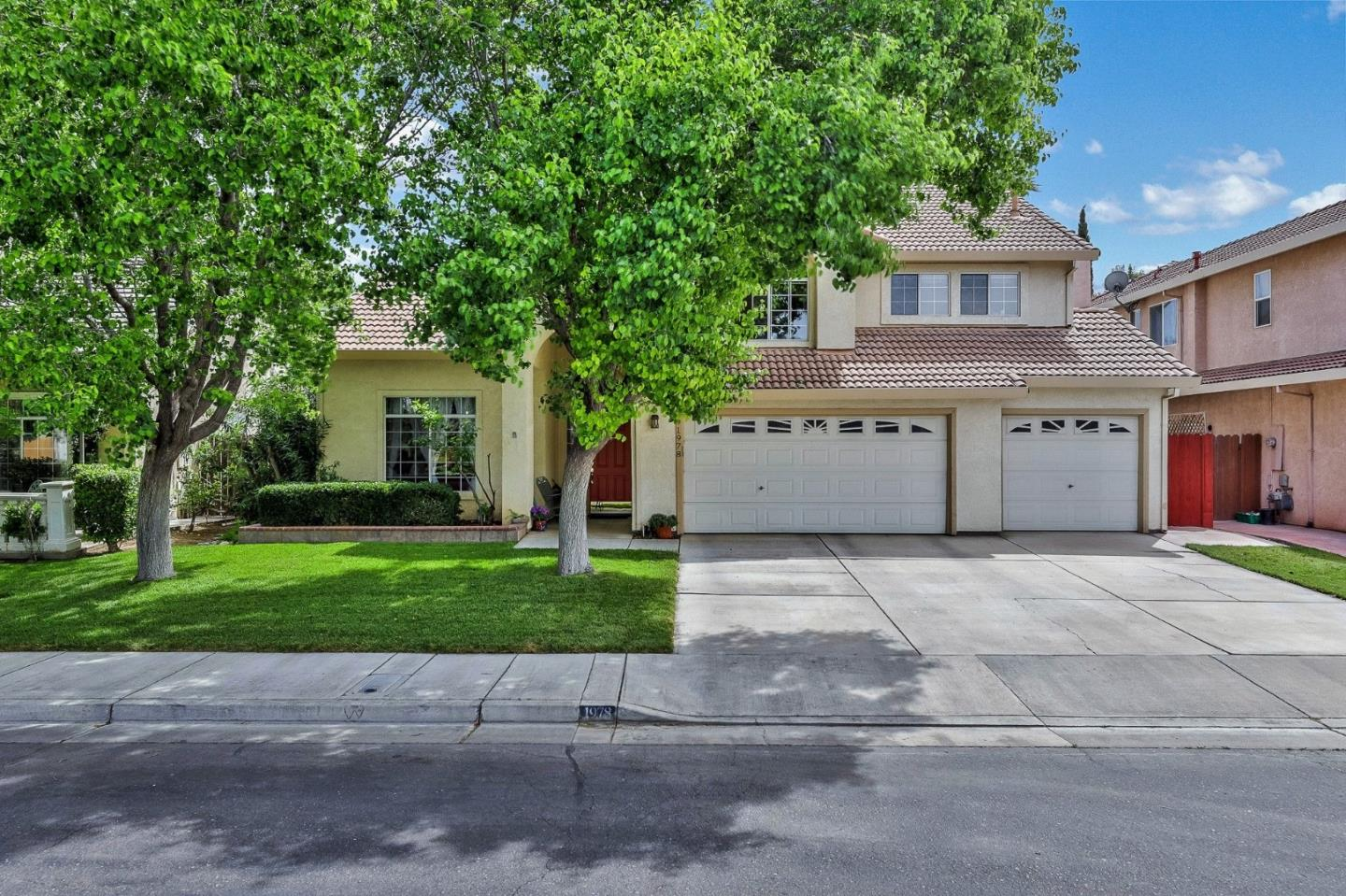 Detail Gallery Image 1 of 1 For 1978 Davis Dr, Los Banos, CA 93635 - 5 Beds   3 Baths