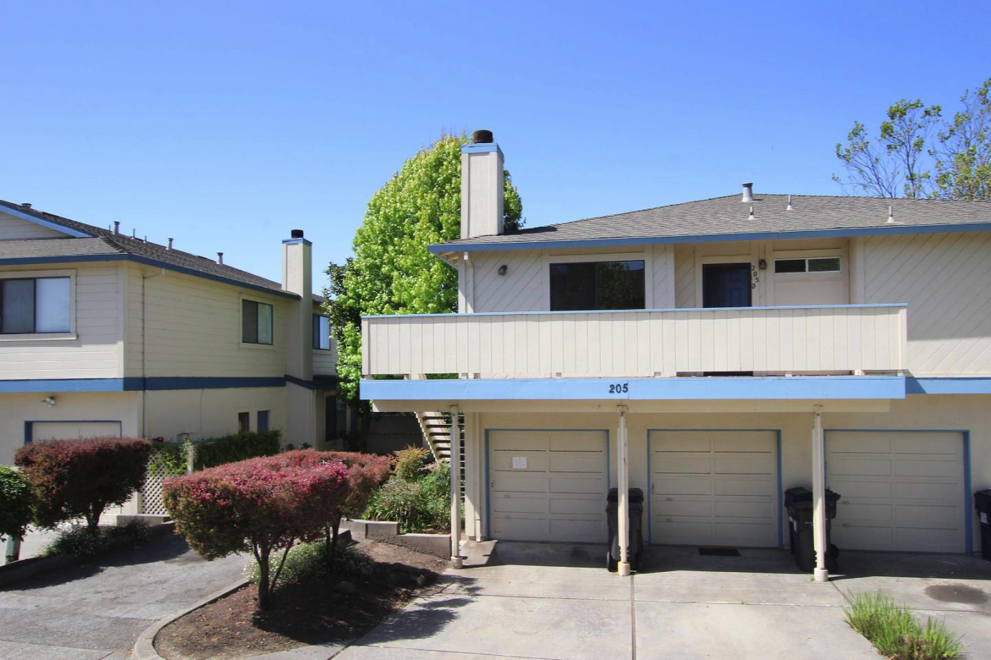 Detail Gallery Image 1 of 1 For 205 Silver Leaf Dr D, Watsonville, CA, 95076 - 2 Beds | 2 Baths
