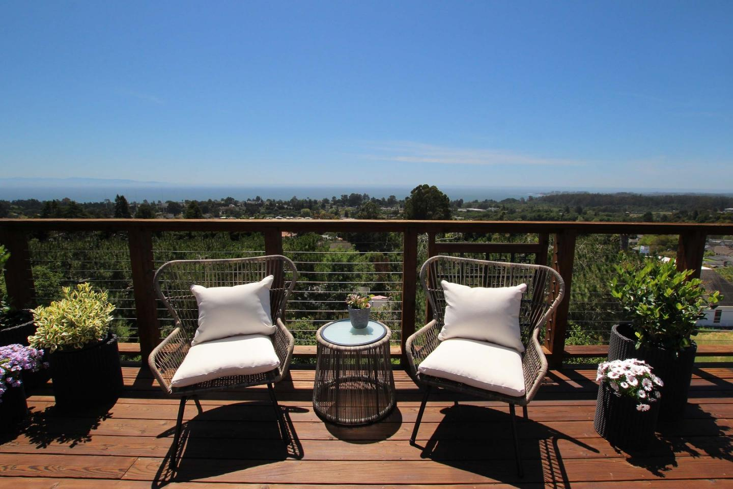 Detail Gallery Image 1 of 36 For 7300 Viewpoint Rd, Aptos, CA 95003 - 3 Beds | 2/1 Baths