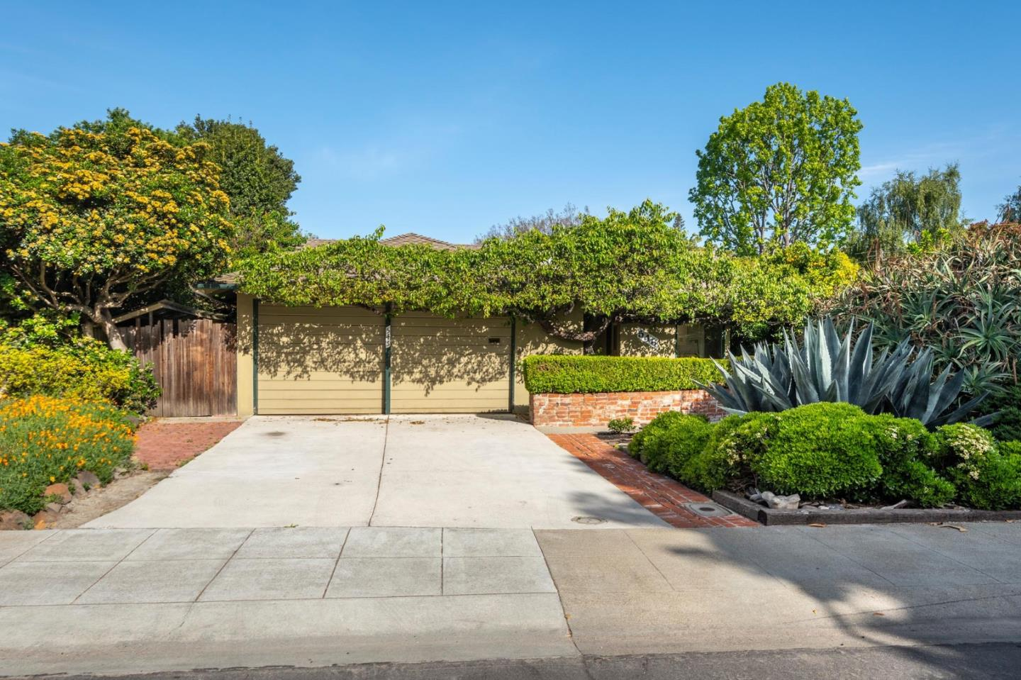 Detail Gallery Image 1 of 1 For 546 Jackson Dr, Palo Alto, CA, 94303 - 3 Beds | 2 Baths