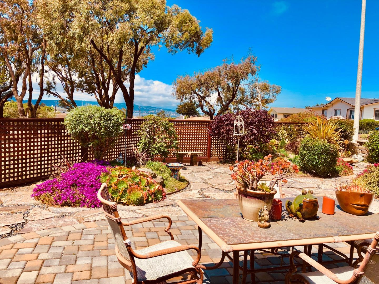 Detail Gallery Image 1 of 1 For 8 Louvaine Ct, Seaside, CA 93955 - 3 Beds | 2 Baths