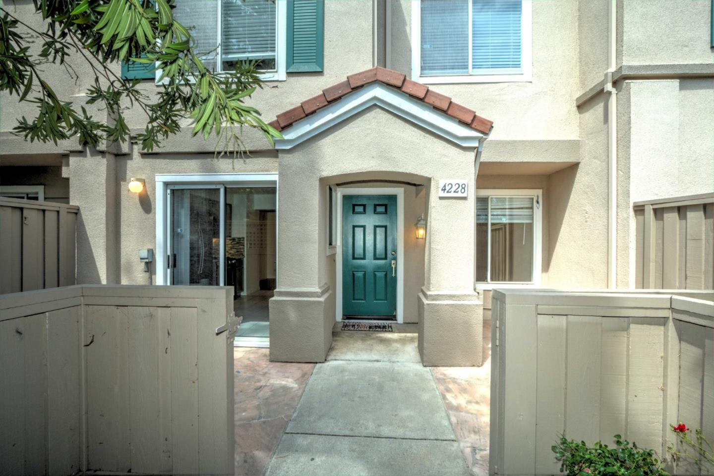 Detail Gallery Image 1 of 1 For 4228 Cosenza Loop, San Jose,  CA 95134 - 2 Beds | 2/1 Baths